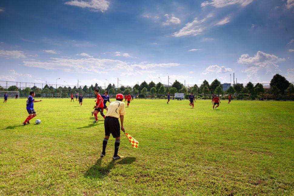 Rozcvička a zahriatie sa v tímovom športe pri výbušných činnostiach